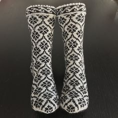New crochet kids mittens ravelry ideas Knitting Blogs, Knitting For Kids, Crochet For Kids, Knitting Socks, Crochet Baby Pants, Baby Afghan Crochet, Irish Crochet, Kids Slippers, Crochet Slippers