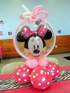 Aprende cómo hacer centros de mesa de Minnie Mouse usando globos ~ lodijoella Minnie Mouse Balloons, Minnie Mouse Theme Party, Fiesta Mickey Mouse, Minnie Birthday, Mouse Parties, Birthday Balloons, Balloon Centerpieces, Balloon Decorations, Birthday Party Decorations