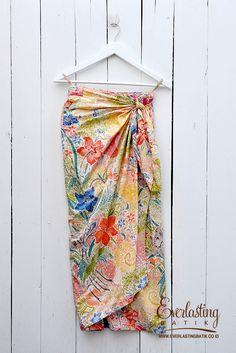 Kebaya Hijab, Batik Kebaya, Blouse Batik, Batik Dress, Indonesia Fashion Week, Batik Fashion, Skirt Fashion, Model Kebaya, Long Skirt Outfits
