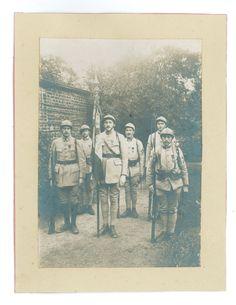 Contribution de Claude Belpaume, AD76 - Portrait de six soldats. Jules Belpaume est le deuxième soldat à gauche. 1num0033