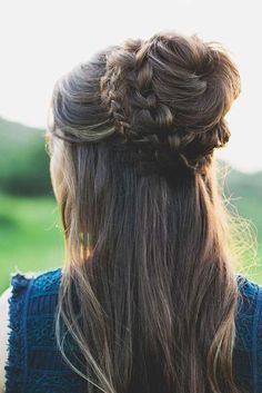 Braided bun hairstyles, once mastered, can become your best friends. Besides looking pretty, they are easy, not time-consuming, perfect for all occasions.