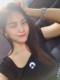 Kpop Girl Groups, Korean Girl Groups, Kpop Girls, Gfriend Profile, Kim Ye Won, Cute Girl Outfits, Kpop Outfits, G Friend, Korean Singer