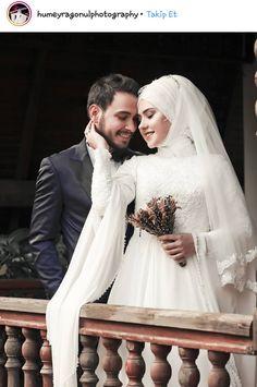 Happy Pics, Happy Pictures, Cute Muslim Couples, Cute Couples, Muslim Wedding Dresses, Wedding Photography Poses, Islamic Pictures, Photo Poses, Wedding Designs