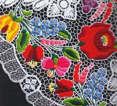 Folk Embroidery Tutorial kalocsa lace with traditional Hungarian embroidery patterns Hungarian Embroidery, Folk Embroidery, Embroidery Patterns Free, Learn Embroidery, Embroidery Designs, Creative Embroidery, Brazilian Embroidery, Floral Embroidery, Chain Stitch Embroidery