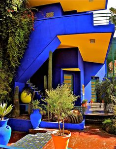 Jardin Majorelle in Marrakech was once the private garden of Yves Saint Laurent, now his gift to the city he loved so dearly. The electric hue and art deco architecture dance nicely with the traditional moroccan design and imported cacti and florals. Moroccan Design, Moroccan Style, Exterior Design, Interior And Exterior, Exterior Colors, Design Marocain, Interior Architecture, Color In Architecture, Beautiful Places