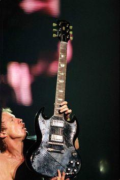 Angus Young Stiff Upper Lip Tour, Paris 2001 Nikon F5 FUJI 800 professional Nikon 300mm, 2.8 1/125 sec, 2.8 --------------------------------- I...