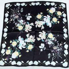 55X55 CM De Mode Carré de Soie Mouchoir 100% Soie Écharpe Cadeaux Petit  Noir Imprimer Carré de Soie echarpes filles dans Foulards de Femmes de  Vêtements et ... c60e2dd7770