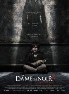 Jaquette de La Dame en Noir 2 : L'Ange de la Mort (2014) - Un groupe d'enfants accompagnés de deux femmes fuient la guerre à Londres et trouvent refuge dans une maison. Mais la maison est hanté par La Dame en Noir qui le tourmentera jusqu'au bout à moins qu'on ne mette fin à sa présence maléfique. - French Popcorn VO