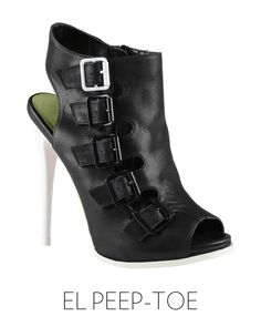 primavera en blanco y negro con el look de constance jablonski sandalias altas con panel de