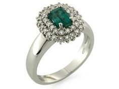 Anello in oro bianco 18 kt con pavè di diamanti taglio brillante e smeraldo centrale.  #anelli #anello #smerlado #gold #jewels #jewel #jewellery #sorelleronco #sale