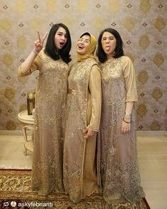 Seragam ibu Dress Brokat Muslim, Kebaya Muslim, Muslim Dress, Dress Anak, Dress Pesta, Model Dress Kebaya, Abaya Fashion, Fashion Dresses, Kebaya Hijab