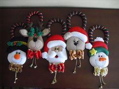 NAVIDAD FIELTRO | Aprender manualidades es facilisimo.com Felt Christmas Decorations, Christmas Ornaments To Make, Christmas Items, Christmas Love, Christmas Projects, Holiday Crafts, Christmas Holidays, Xmas, Fabric Ornaments