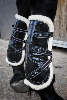 Our patent tendon boots are the perfect touch to add some colour to your ponies/horses show jumping attire and jump in style. These tendon boots are lined with mink fur and stand out making sure each leg is protected in STYLE. These boots are prefect for protecting your ponies/horses legs without their coordination being affected. Tendon boots support the tendons and ligaments in a horses lower foreleg but are still open fronted allowing the horse to feel any contact with poles.
