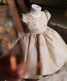 Flower Girl Dress, New Flower Girl Dress, Light Little Dresses, Little Girl Dresses, Girls Dresses, Flower Girl Dresses, Baby Girl Birthday Outfit, Birthday Dresses, Lady, Junior Bridesmaid Dresses, Wedding Dresses