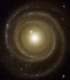 La très jolie spirale NGC 4622.