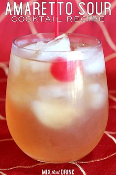 Learn how to make an Amaretto Sour! This easy drink recipe with Disaronno features the taste of sweet almond along with the sour of lemon. Its classic combination of sweet and sour has been enjoyed by drinkers for years. This is a light cocktail, great fo Amaretto Sour, Amaretto Drinks, Liquor Drinks, Fun Drinks, Yummy Drinks, Detox Drinks, Beverages, Amaretto Stone Sour Recipe, Drinks With Vodka