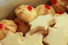 Resep l Martjie se soetkoekies met glanskersies Cookie Desserts, Cookie Recipes, Dessert Recipes, Drop Biscuits, Biscuit Cookies, Sugar Cookies Recipe, Food Humor, Unique Recipes, Kos