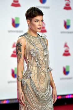 Singer Halsey - Graziela Gems Wearing our Diamond Pixie Cut Styles, Short Hair Styles, Short Pixie, Short Hair Cuts, Black Hair Comb, Pelo Pixie, Cut And Style, Girl Crushes, Queen