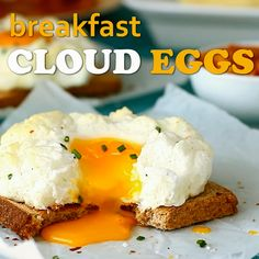 Breakfast Cloud Eggs Recipe Video Happy Foods Tube is part of Egg recipes Have you ever tried breakfast cloud eggs Imagine fluffy whites, runny yolks and texture light as clouds That's what egg - Fried Egg Recipes, Best Egg Recipes, Cooking Recipes, Favorite Recipes, Poached Egg Recipes, Easy Recipes, Cooking Eggs, Cooking Videos, Top Recipes