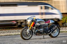 BMW's own cafe racer variant of the R nineT was a hit, thanks to its smooth retro looks. JSK Moto has now released its own, harder-edged version. Bike Bmw, Bmw Motorcycles, Bmw Angel Eyes, Bmw Cafe Racer, Cafe Racers, Nine T, Bmw Cars, Retro Look, Custom Bikes