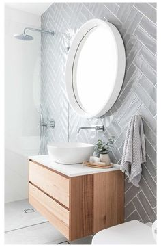 Bathroom design ideas are very attractive. For those of you who are looking for inspiration for a luxurious, modern bathroom design, to a simple bathroom design. Spa Like Bathroom, Budget Bathroom, Bathroom Renovations, Amazing Bathrooms, Small Bathroom, Bathroom Ideas, Paris Bathroom, 1950s Bathroom, Basement Bathroom