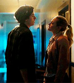Bughead Riverdale, Riverdale Funny, Riverdale Memes, Cole Sprouse Jughead, Cole M Sprouse, Betty Cooper, Movie Couples, Cute Couples, Riverdale Betty And Jughead