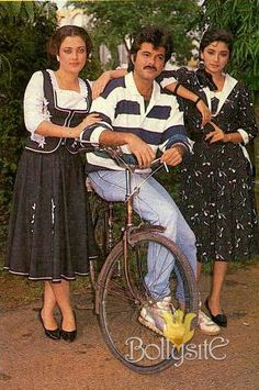 """Chandra's blockbuster """"Tezaab"""" is a remake of Hollywood's """"Streets of Fire"""" Anil Kapoor with Mandakini & Madhuri Dixit are seen during the making of the film. Bollywood Couples, Bollywood Stars, Hollywood Street, Film Icon, Vintage Bollywood, Ranveer Singh, Madhuri Dixit, Indian Movies, Indian Beauty"""