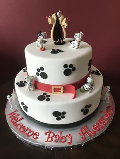 50 Most Beautiful looking 101 Dalmatians Cake Design that you can make or get it made on the coming birthday. Cake Designs Images, Cool Cake Designs, Mickey Birthday Cakes, 2nd Birthday, Dalmatian Party, Aladdin Cake, Sweet Sixteen Cakes, Lion King Cakes, Dog Cakes