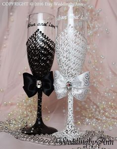 Bride and Groom Wedding glasses, White and Black Champagne Flutes, Bridal shower gift, Wedding Toasting Glassess, wedding gift Glitter Champagne Bottles, Glitter Wine Glasses, Diy Wine Glasses, Decorated Wine Glasses, Wedding Champagne Flutes, Wedding Glasses, Champagne Glasses, Wedding Groom, Wedding Gifts