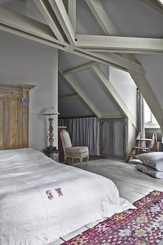 Scheme 11 - Floorboards in Farrow & Ball Skimming Stone and walls in Wimborne White. Image from Decorating with Colour Farrow And Ball Paint, Farrow Ball, Wimborne White, Attic Spaces, Modern Country, Bedroom Styles, Bedroom Wall, Interior And Exterior, Interior Decorating
