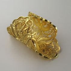 Anel de filigrana em prata dourada - Golden Silver Filigree Ring - Anillo en filigrana de plata dorada Filigree Jewelry, Gold Jewelry, Jewelry Rings, Jewelery, Christmas Jewelry, Toe Rings, Beautiful Rings, Gifts For Friends, Jewelry Crafts