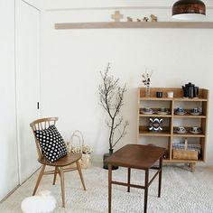 aurinkoさんの、My Shelf,和室,モモナチュラル,北欧,リサラーソン,デザイナーズチェア,アラビア,アーコールチェア,北欧ヴィンテージ,白梅,北欧テイスト,スペインガラスについての部屋写真