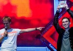 20-Oct-2013 7:11 - HARDWELL BESTE DJ TER WERELD. Opnieuw is een Nederlander uitgeroepen tot de beste dj ter wereld. Het is de 25-jarige dj Hardwell uit Breda. Dat is bekendgemaakt op het jaarlijkse Amsterdam Dance Event. Hardwell, die eigenlijk Robbert van de Corput heet, is de jongste dj ooit die is uitgeroepen tot de beste ter wereld. Armin van Buuren uit Leiden zakte naar de tweede plaats. Hij was al vijf keer eerder de beste. In de top-10 staan nog vier Nederlandse dj's: Tiësto (4e),...