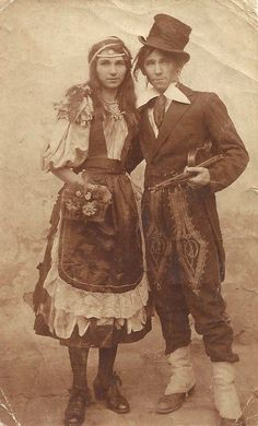 """Romanian """"gypsy"""" couple in the 1890s."""