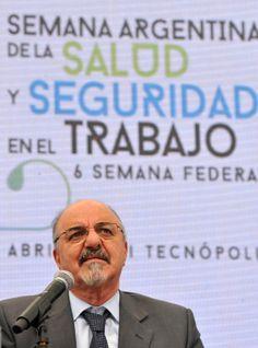 El ministro de Trabajo, Carlos Tomada, y representantes de la dirigencia empresaria y sindical destacaron hoy la reducción en la última década de la siniestralidad laboral y reiteraron su apoyo al proyecto de Promoción del Trabajo Registrado y Prevención del Fraude Laboral.