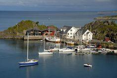 Hamn i Senja: Midnattsoltur Foto: Senjafoto/Reiner S. Hotel Am Meer, Das Hotel, Tromso, Holidays In Norway, Hydroelectric Power, Visit Norway, Hotels, Fishing Villages, Great View