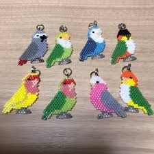 Resultado de imagen para シェイプ ド ステッチ Beaded Earrings, Beaded Jewelry, Melting Beads, Beading Projects, Brick Stitch, Easter Crafts, Perler Beads, Beading Patterns, Seed Beads