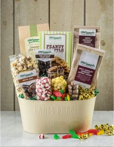 Ultimate Sweet Treats Huge Gourmet Treats Gift Basket - Stew Leonard's Gifts #Easter #Gifts #Coupons #Sweets