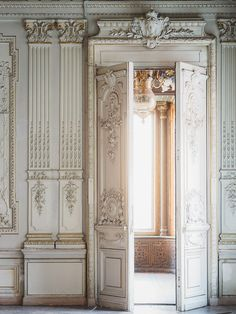 Russian architecture - photo by Vivid Symphony Russian Architecture, Baroque Architecture, Beautiful Architecture, Beautiful Buildings, Architecture Details, Classic Interior, Palaces, Interior And Exterior, Palace Interior