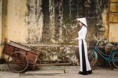 Le Ao Dai - symbole de la femme vietnamienne #aodai #culture #vietnam. http://360degresvietnam.com/le-ao-dai-un-symbole-de-la-culture-vietnamienne/