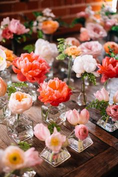 Cheap Wedding Table Centerpiece Ideas - Put the Ring on It Flowers In Jars, Flower Vases, Beautiful Flowers, Centerpiece Flowers, Centerpiece Ideas, Vase Ideas, Floral Centrepieces, Peach Flowers, Hanging Flowers