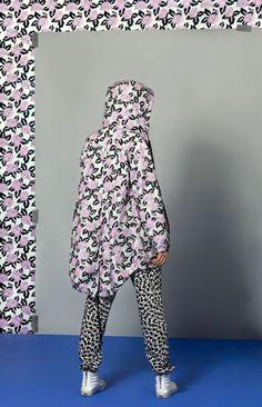 Vans x Eley Kishimoto Launch Wearable Line - Design Milk Collection Capsule, Summer Collection, Vans Sk8 Hi Slim, Fashion Prints, Fashion Design, Women's Fashion, Color Script, La Mode Masculine, Old Dresses