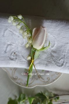 Boutonnière muguet et rose du 1er mai (May 1 rose and lily of the valley buttonhole pin)