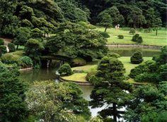 Rikugien tuinen in Tokio. Deze traditionele Japanse tuinen warden aangelegd tussen 1695 en 1702.