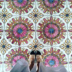 Oh @singaporegypsy we wish we could walk in your #designershoes to all the #instafab places you discover! We #instalove all your amazing #floor finds (this one gave us a little heart flutter)! / #tiletuesday #interiordesigner…