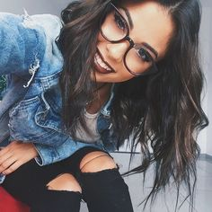Gentle Blue offer amazingly stylish computer glasses that protect your eyes against blue light Shotting Photo, Foto Casual, Fashion Eye Glasses, Selfie Poses, Foto Pose, Girls With Glasses, Tumblr Girls, Portrait Photography, Girl Fashion