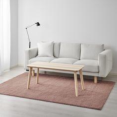 ÅDUM vloerkleed | IKEA IKEAnl IKEAnederland inspiratie wooninspiratie interieur wooninterieur designdroom kleed hoogpolig roze oudroze zacht warm decoratie NORSBORG zitbank bank LISABO tafel salontafel