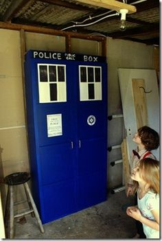Dr Who party ideas!  My next bedroom or bathroom door...
