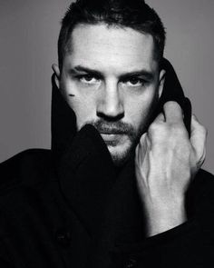 """I like to be other people, not me. And when you're on the red carpet, it's like, 'Here's Tom Hardy. That's why I play other people"" -Tom Hardy Gorgeous Men, Beautiful People, Tom Hardy Variations, Toms, My Tom, Actrices Hollywood, Virgo Zodiac, Famous Faces, Eye Candy"