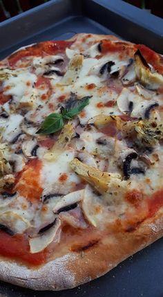 Pizza margherita és capricciosa, saját készítésű paradicsompürével - Ketkes.com Garlic Bread, Prosciutto, Boiled Eggs, Hawaiian Pizza, Winter Food, Artichoke, Vegetable Pizza, Baked Goods, Stuffed Mushrooms